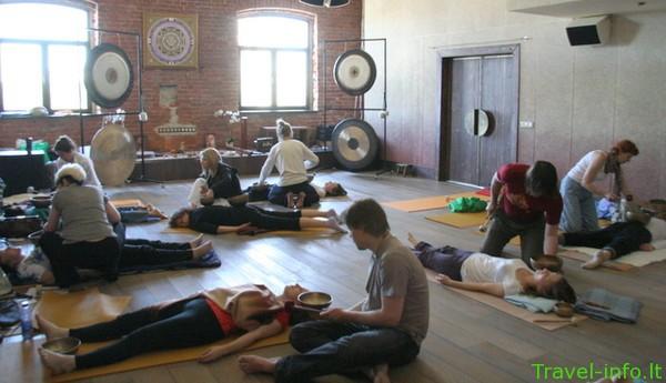 Singing bowls – Dainuojančių dubenų masažo menas