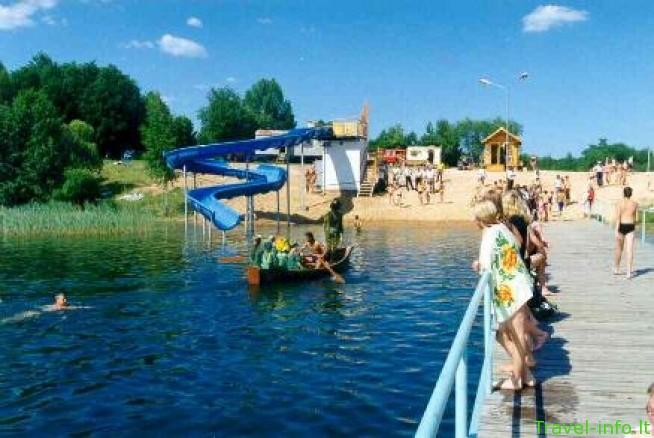 Gavio ež. paplūdimys su vandens čiuožykla